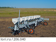 Купить «Сеялка на вспаханном поле», фото № 206040, снято 7 сентября 2004 г. (c) Иван Сазыкин / Фотобанк Лори