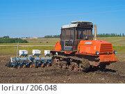 Купить «Трактор с сеялкой на вспаханном поле», фото № 206048, снято 7 сентября 2004 г. (c) Иван Сазыкин / Фотобанк Лори