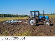 Купить «Трактор с культиватором на вспаханном поле», фото № 206064, снято 7 сентября 2004 г. (c) Иван Сазыкин / Фотобанк Лори