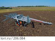 Купить «Культиватор на вспаханном поле», фото № 206084, снято 7 сентября 2004 г. (c) Иван Сазыкин / Фотобанк Лори