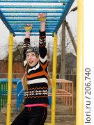 Купить «Девочка подросток на школьной спортивной площадке», фото № 206740, снято 10 февраля 2008 г. (c) Федор Королевский / Фотобанк Лори
