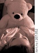 Купить «Девушка с игрушечным медведем. Сепия», фото № 207052, снято 9 февраля 2008 г. (c) Арестов Андрей Павлович / Фотобанк Лори