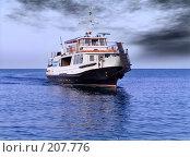 Купить «Прогулочный катер на Черном море на фоне пасмурного неба», фото № 207776, снято 21 февраля 2019 г. (c) Владимир Сергеев / Фотобанк Лори