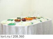 Купить «Праздничный стол», фото № 208360, снято 24 февраля 2008 г. (c) Ирина Игумнова / Фотобанк Лори