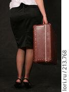Купить «Девушка с чемоданом в руке», фото № 213768, снято 27 февраля 2008 г. (c) Vdovina Elena / Фотобанк Лори