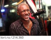 Купить «Улыбающийся музыкант», фото № 214360, снято 25 февраля 2008 г. (c) Морозова Татьяна / Фотобанк Лори