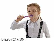 Купить «Девочка чистит зубы зубной пастой», фото № 217504, снято 1 марта 2008 г. (c) Татьяна Белова / Фотобанк Лори