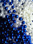 Синие и белые бусы, фото № 218368, снято 22 января 2017 г. (c) ElenArt / Фотобанк Лори