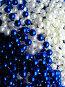 Синие и белые бусы, фото № 218368, снято 5 декабря 2016 г. (c) ElenArt / Фотобанк Лори