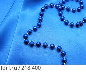 Купить «Синие бусы», фото № 218400, снято 21 февраля 2018 г. (c) ElenArt / Фотобанк Лори