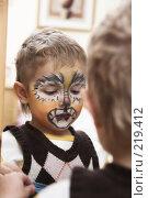 Купить «Мальчик с аквагримом на лице», фото № 219412, снято 1 января 2008 г. (c) hunta / Фотобанк Лори