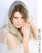 Купить «Девушка  в белом», фото № 220188, снято 4 января 2008 г. (c) Евгений Батраков / Фотобанк Лори