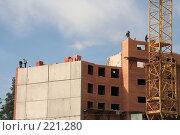 Купить «Строительство жилья», фото № 221280, снято 20 августа 2007 г. (c) Евгений Батраков / Фотобанк Лори