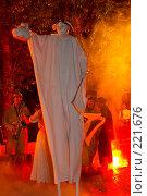 Купить «Огненное шоу», эксклюзивное фото № 221676, снято 24 июня 2007 г. (c) Ирина Мойсеева / Фотобанк Лори