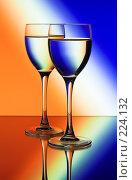 Купить «Два бокала на цветном фоне», фото № 224132, снято 25 сентября 2018 г. (c) Михаил Котов / Фотобанк Лори