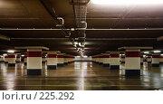 Купить «Пустая подземная парковка», фото № 225292, снято 10 февраля 2008 г. (c) Михаил Лавренов / Фотобанк Лори