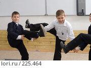 """Купить «""""Балетная"""" группа 4-А класса на перемене», фото № 225464, снято 17 марта 2008 г. (c) Федор Королевский / Фотобанк Лори"""