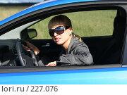 Купить «Молодая девушка за рулем», фото № 227076, снято 9 сентября 2007 г. (c) Наталья Белотелова / Фотобанк Лори
