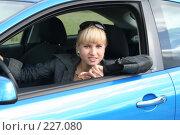 Купить «Молодая девушка за рулем», фото № 227080, снято 9 сентября 2007 г. (c) Наталья Белотелова / Фотобанк Лори