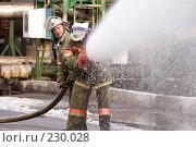 Купить «Пожарные льют воду из пожарного шланга», фото № 230028, снято 20 марта 2008 г. (c) Евгений Батраков / Фотобанк Лори