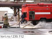 Купить «Пожарный и пожарная машина», фото № 230112, снято 20 марта 2008 г. (c) Евгений Батраков / Фотобанк Лори