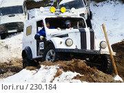 Купить «Джип преодолевает бездорожье», фото № 230184, снято 22 марта 2008 г. (c) Владимир Власов / Фотобанк Лори