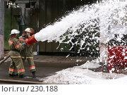 Купить «Пожарные льют пену из пожарного шланга», фото № 230188, снято 20 марта 2008 г. (c) Евгений Батраков / Фотобанк Лори