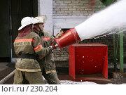 Купить «Пожарные льют пену из пожарного шланга», фото № 230204, снято 20 марта 2008 г. (c) Евгений Батраков / Фотобанк Лори