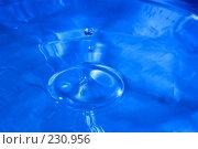 Купить «Всплеск голубой воды», фото № 230956, снято 13 марта 2008 г. (c) Валерия Потапова / Фотобанк Лори