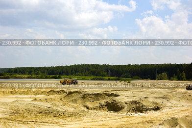 Купить «Карьер. Добыча песка.», фото № 230992, снято 13 июля 2007 г. (c) Валерия Потапова / Фотобанк Лори