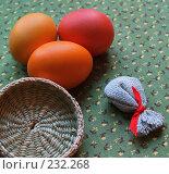 Купить «Пасхальный натюрморт. Крашеные яйца и декоративные элементы», фото № 232268, снято 25 января 2007 г. (c) only / Фотобанк Лори
