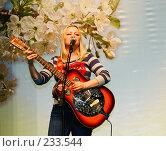 Купить «Федулова Ксения,  автор-исполнитель», фото № 233544, снято 16 марта 2008 г. (c) Николай Коржов / Фотобанк Лори