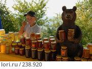 Купить «Торговля горным медом. Адыгея», фото № 238920, снято 19 июля 2007 г. (c) Виктор Филиппович Погонцев / Фотобанк Лори