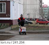 Купить «Москва. Уборка мусора. Дворник», эксклюзивное фото № 241204, снято 31 марта 2008 г. (c) lana1501 / Фотобанк Лори