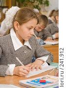 Купить «Девочка на уроке в четвертом классе», фото № 241912, снято 3 апреля 2008 г. (c) Федор Королевский / Фотобанк Лори