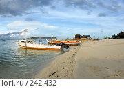 Купить «Морской тропический пейзаж с лодками на берегу», фото № 242432, снято 16 марта 2008 г. (c) Татьяна Белова / Фотобанк Лори