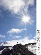 Купить «Силуэт альпиниста на фоне вулкана Ключевская сопка. Камчатка», фото № 245024, снято 16 августа 2007 г. (c) Сергей Пономарев / Фотобанк Лори