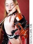 Купить «Готический скрипач», фото № 245136, снято 29 марта 2008 г. (c) Сергей Лаврентьев / Фотобанк Лори