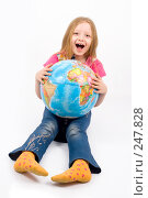 Купить «Глобус и девочка», фото № 247828, снято 25 марта 2008 г. (c) Михаил Мандрыгин / Фотобанк Лори