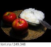 Купить «Два красных яблочка и рисовая каша. Завтрак», эксклюзивное фото № 249348, снято 3 апреля 2008 г. (c) lana1501 / Фотобанк Лори
