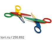 Купить «Разноцветные ножницы, крупный план», фото № 250892, снято 12 апреля 2008 г. (c) Угоренков Александр / Фотобанк Лори
