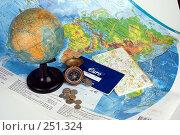 Купить «Натюрморт с картами, глобусом, компасом, деньгами и чековой книжкой в евро», фото № 251324, снято 22 сентября 2018 г. (c) Harry / Фотобанк Лори