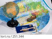 Купить «Натюрморт с картами, глобусом, компасом, деньгами и чековой книжкой в евро», фото № 251344, снято 22 сентября 2018 г. (c) Harry / Фотобанк Лори