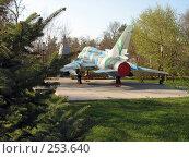 Купить «Истребитель бомбардировщик Су-17», фото № 253640, снято 16 апреля 2008 г. (c) RuS / Фотобанк Лори