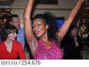 Купить «Танцующая кубинка», эксклюзивное фото № 254676, снято 7 марта 2008 г. (c) Виктор Тараканов / Фотобанк Лори