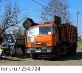 Купить «Уборка мусора. Микрорайон «1 Мая», Балашиха, Московская область», эксклюзивное фото № 254724, снято 9 апреля 2008 г. (c) lana1501 / Фотобанк Лори