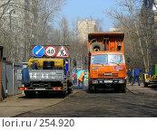 Купить «Москва. Ремонт дорог. Укладка асфальта», эксклюзивное фото № 254920, снято 6 апреля 2008 г. (c) lana1501 / Фотобанк Лори
