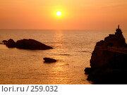 Купить «Французский атлантический курортный город Биарриц. Океан. Закат», фото № 259032, снято 24 июля 2006 г. (c) Татьяна Лата / Фотобанк Лори
