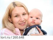 Купить «Женщина с ребенком», фото № 260648, снято 23 июля 2019 г. (c) Losevsky Pavel / Фотобанк Лори