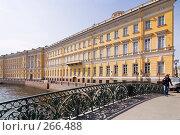 Купить «Среди имперских декораций. Санкт-Петербург», эксклюзивное фото № 266488, снято 29 апреля 2008 г. (c) Александр Алексеев / Фотобанк Лори